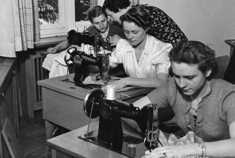 Damals: Näherinnen bei der Arbeit